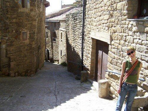 Ujue-Elo dans rue médiévale