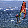 Windsurfeurs sur l'étang de <b>Thau</b> à Marseillan le 10 juin 2019