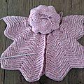 Gilet papillon ou gilet pétales au crochet .