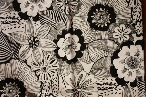 fleurs noir sur blanc