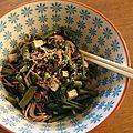Nouilles soba aux feuilles de moutarde, aux haricots verts et au tofu fumé