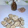 Runes sur bois de bouleau