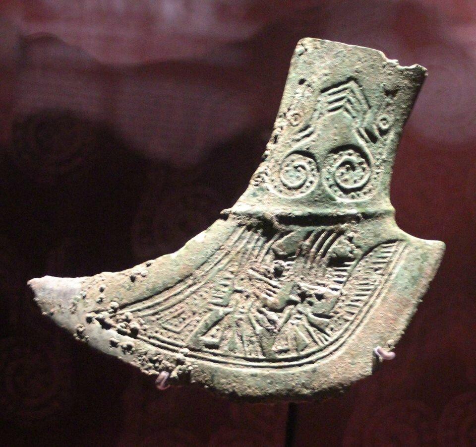 Hache en bronze, culture Dông Son (Ve-IIe s. BC.). Photo Philippe Truong