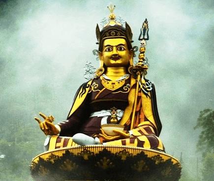 Guru Rinpoche statute