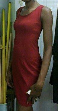 Léone et sa robe rouge sexy